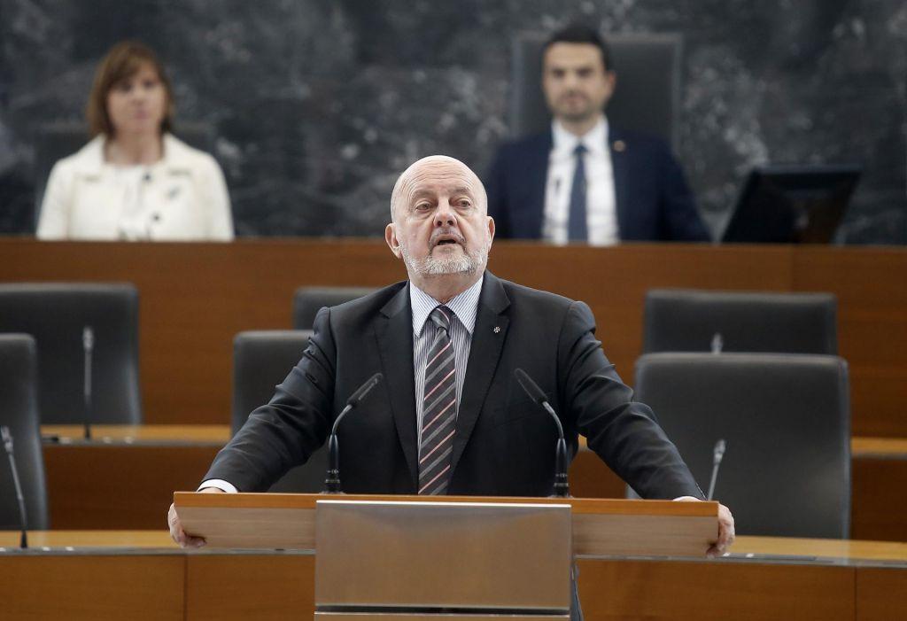 FOTO:Kaj je dobil Jelinčič za to, da je podprl Šarcu proračun