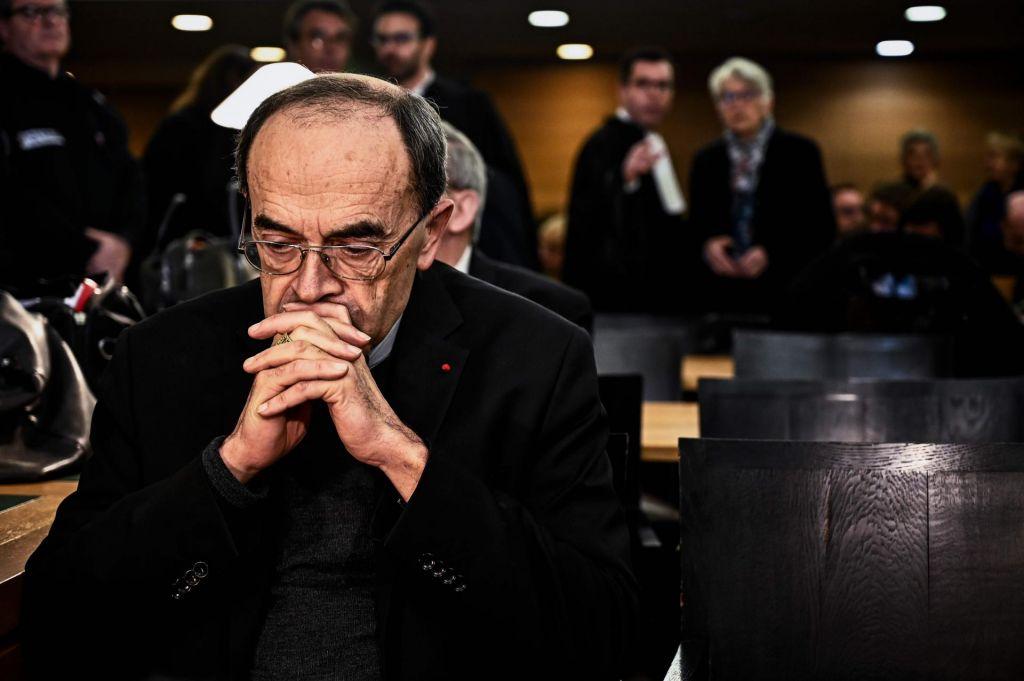 Kardinal Barbarin, obsojen zaradi prikrivanja zlorab, napovedal odstop