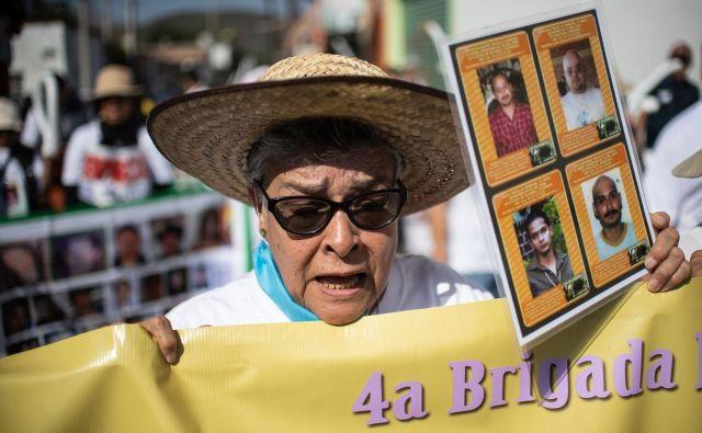 Maria Herrera išče izgubljene štiri sinove.<br /> Foto AFP
