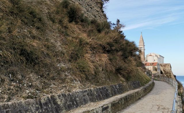 Priljubljena pot iz Pirana v Fieso je zaprta. Foto Boris Šuligoj