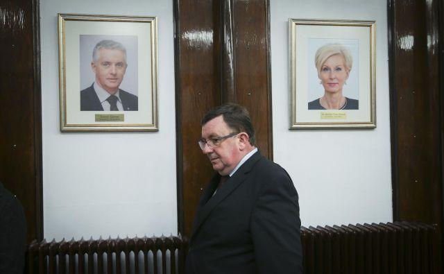 Kmalu bo med podobami nekdanjih ministrov za zdravje na steni tudi fotografija Sama Fakina. FOTO: Jože Suhadolnik/Delo