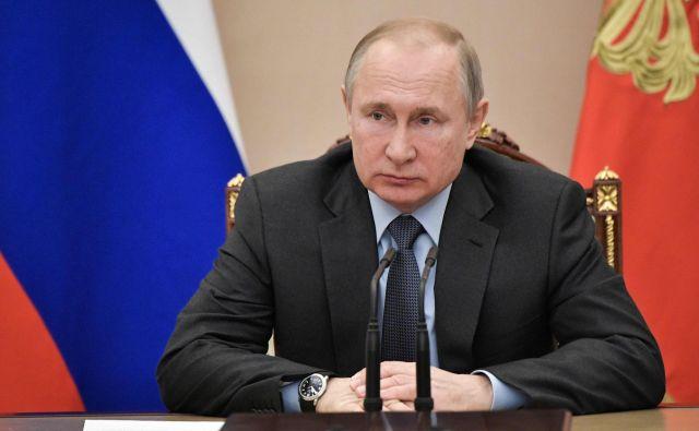 Sporni zakon mora med drugim podpisati še predsednik Vladimir Putin. FOTO: AFP