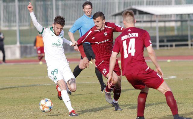 Asmir Suljić je bil nerešljiva uganka za kranjske tekmece, dosegel je gol, a si prislužil tudi rumeni karton, zaradi katerega v soboto v Stožicah ne bo igral velikega derbija proti Mariboru. FOTO: Mavric Pivk/Delo