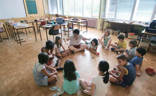 V zadnjih desetletjih so naše šolske reforme ena za drugo odstranjevale iz učnih načrtov marsikaj lepega in vrednega. FOTO: Leon Vidic