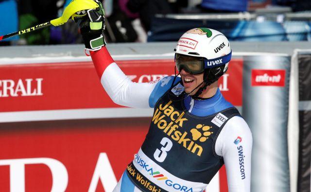 Ramon Zenhäusern se je razveselil prve zmage na klasičnih slalomih. FOTO: Borut Živulović/Reuters