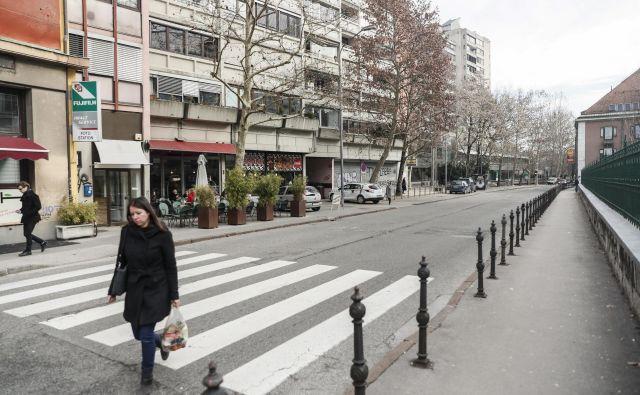 Poljanska cesta bo po prenovi dobila več kolesarskih površin in površin za pešce, prometni režim ostaja enak kot zdaj. FOTO: Uroš Hočevar/Delo