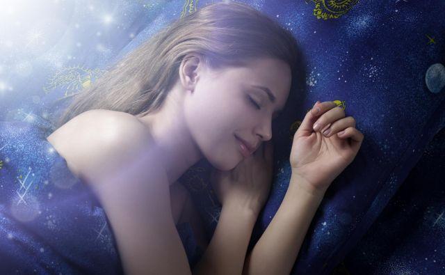 Če je le mogoče, zaspite in se zbudite vsak dan ob istem času. FOTO: Shutterstock