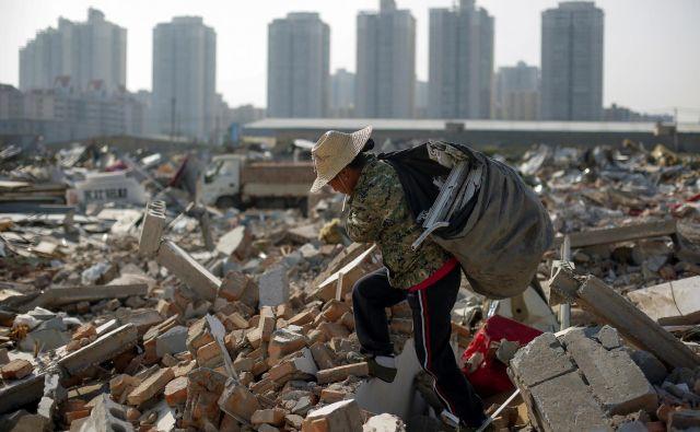 Kitajska zdaj tudi drugim ponuja svoj model boja proti revščini. FOTO: Thomas Peter/Reuters
