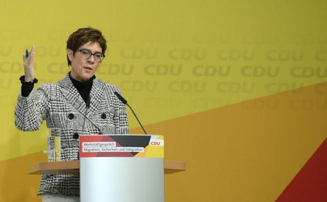 Strankarska naslednica Angele Merkel Annegret Kramp-Karrenbauer deluje vse bolj kanclersko. Foto: Reuters