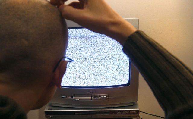 Anketiranci, ki so televizijo gledali po več kot tri in pol ure na dan, so pri preizkusu spomina dosegali slabše rezultate. Foto Blaž Samec