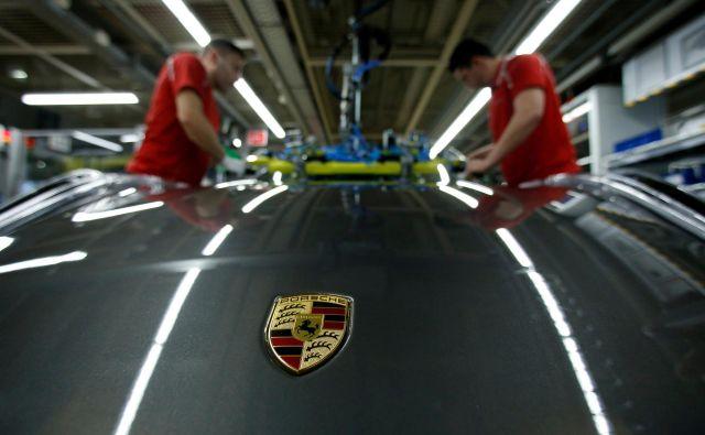 »Glede na nižjo januarsko proizvodnjo in šibke kazalnike za naprej, lahko v industriji še naprej pričakujemo umirjene pogoje poslovanja,« so statistične podatke komentirali na nemškem gospodarskem ministrstvu. Foto Reuters