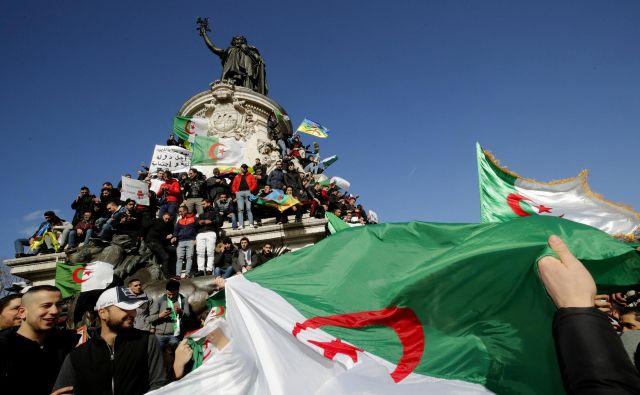 Protestnikom je, kot kaže, uspelo.Bouteflikin krog je danes umaknil kandidaturo in predsedniške volitve prestavil za nedoločen čas.Foto: Philippe Wojazer/Reuters