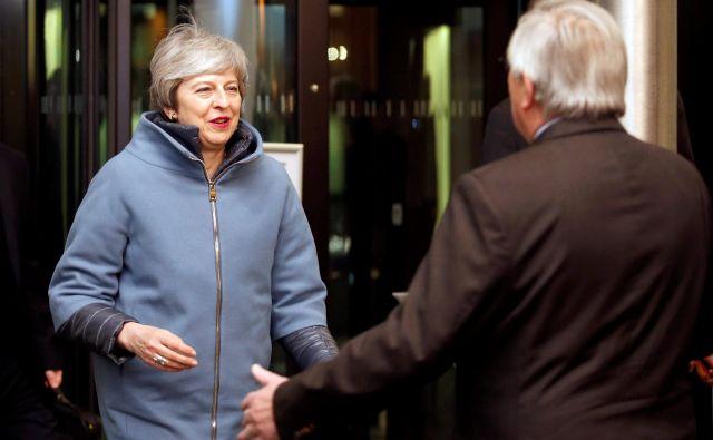 Premierka Mayeva je bila pred odločilnim glasovanjem o brexitu na plodnih pogovorih pri predsedniku evropske komiisje Junckerju. FOTO: Vincent Kessler/Reuters