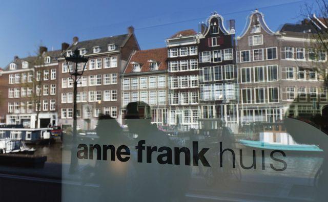 Če se je Ana Frank upala nagniti čez okno svojega skrivališča, kamor se je z družino preselila leta 1942, je lahko videla hišo, v kateri je nekoč živel Descartes. Foto Reuters
