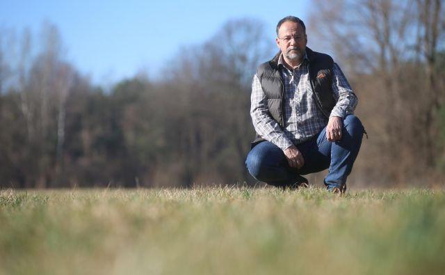 Dr. Mitja Kaligarič, botanik in profesor z Univerze v Mariboru, in njegovi sodelavci so ugotovili, da so naravovarstvene subvencije za travnike dosegle le tri odstotke cilja. FOTO: Tadej Regent