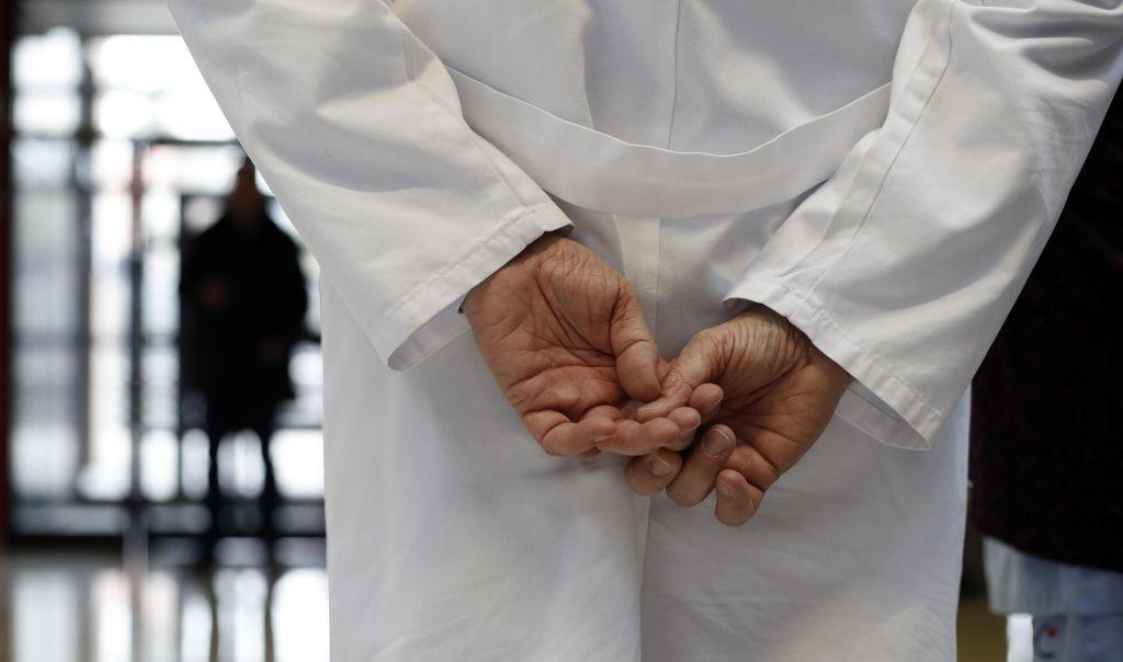 Zdravniku za otipavanje mladoletne bolnice 18-mesečna pogojna zaporna kazen