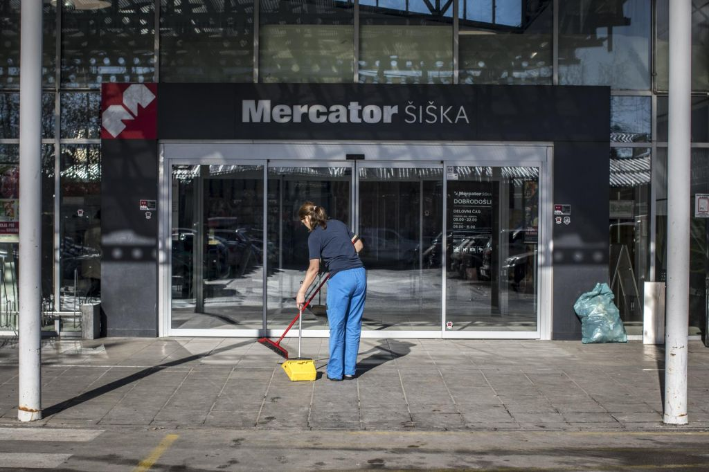 FOTO:Trgovanje z glasovi za prenos Mercatorja na Fortenovo