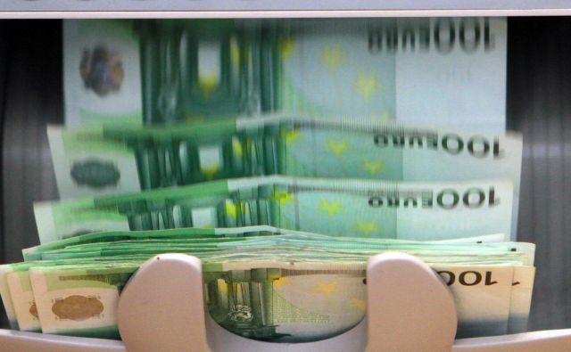 Od višine plač evropskih bančnikov se zvrti FOTO: Jože Suhadolnik/Delo