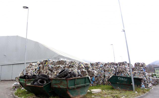 Ločevanje in deponija za smeti v Hrastniku. FOTO: Roman �Šipić/Delo