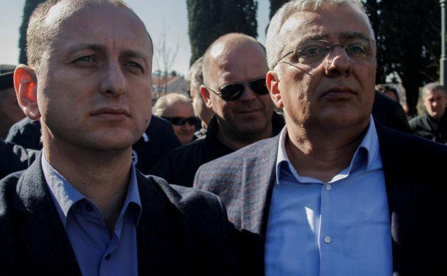 Voditelja Demokratske fronte Milan Knežević (levo) in Andrija Mandić sta na zatožni klopi zaradi obtožb o vpletenosti v poskus državnega udara. FOTO: Stevo Vasiljević/Reuters