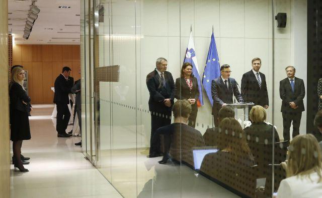 Trinajsta vlada doslej ni imela preveč sreče s svojimi ministri, a kot je videti, ji težav s kadri ljudstvo ne zameri preveč. FOTO: Leon Vidic/Delo