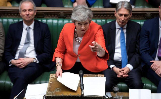 Britanska premierka Theresa May med današnjo razpravo o ločitvenem sporazumu v britanskem parlamentu. FOTO: REUTERS