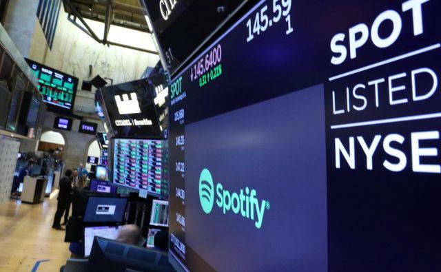 Spotify v pritožbi proti Applu navaja, da ta v korist svoje aplikacije za prenos glasbe omejuje tekmece. Foto Reuters