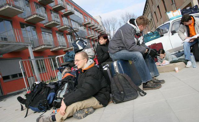Bolj kot na vprašanje kakovosti študija študenti opozarjajo na svojo materialno prikrajšanost. FOTO: Damjan Zibert/Delo