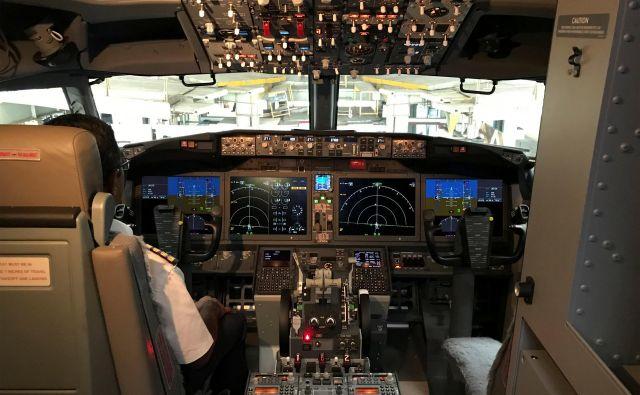 Notranjost pilotske kabine letala Boeing 737 Max 8. FOTO: Abhirup Roy/Reuters