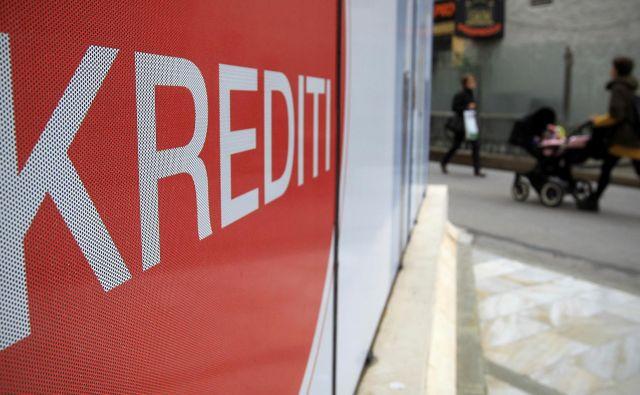 Nekateri kreditojemalci so v zelo kratkem obdobju najeli več potrošniških posojil pri različnih bankah, pri čemer so zamolčali sklenitev kreditnega posla pri drugi banki. FOTO: Blaž Samec/Delo