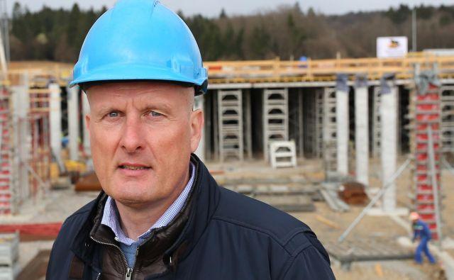 Igor Kastelic, na gradbišču novega objekta, je napovedal 30-odstotno rast. Foto Tomi Lombar