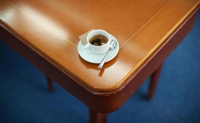 Za znanstvene raziskave na prebivalca namenjamo manj, kot stane skodelica kave.FOTO: Jure Eržen/Delo