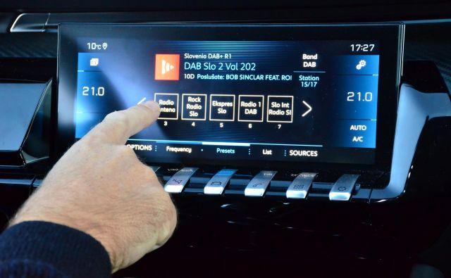 Digitalni radio je v avtomobilih vse bolj razširjen, a je zanj večinoma še vedno treba doplačati. Omogoča boljši zvok in včasih tudi dodatne storitve. Foto Gašper Boncelj