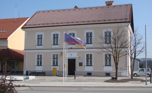 Občina Dobrepolje si je zaradi številnih nepravilnosti prislužila negativno mnenje računskega sodišča. FOTO: Bojan Rajšek/Delo