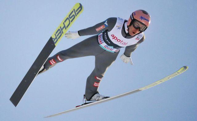 Vodilni na norveški turneji Stefan Kraft je bil prepričljivi zmagovalec tekme v Lillehammerju in kvalifikacij v Trondheimu. FOTO: Reuters