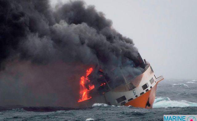 Ladjo so zajeli plemeni, nato je potonila. FOTO: AFP