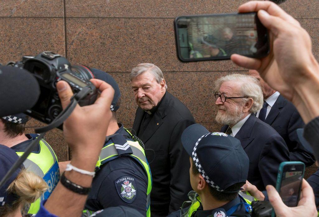FOTO:Kardinal George Pell za šest let za zapahe