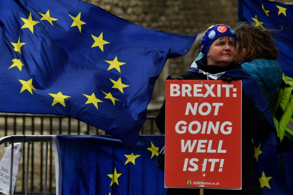 Kaj sledi po dveh zavrnitvah brexita?