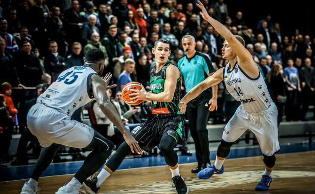 Jan Špan je bil s 16 točkami prvi strelec Olimpije. FOTO: FIBA