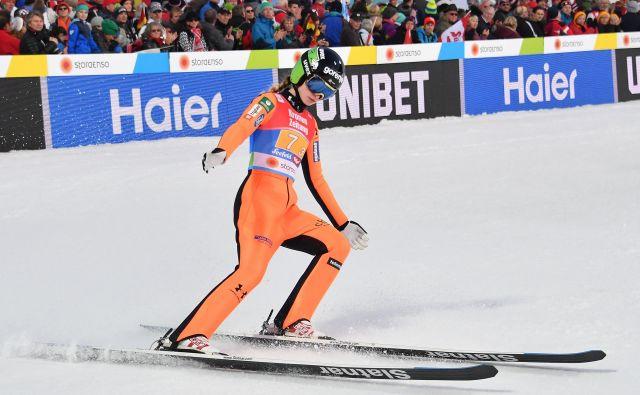 Nika Križnar je v prvi deseterici tudi v skupnem seštevku norveške turneje. FOTO: AFP
