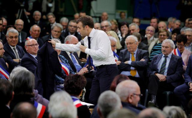 Je francoski predsednik Emmanuel Macron prelomno odprl javni prostor? Foto Reuters