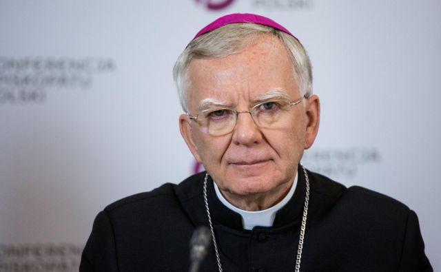 »To je še zlasti boleča, tragična tema, saj je povezana s posvečenimi ljudmi, ki so se posvetili služenju Cerkvi in drugim,« je izjavil nadškof Marek Jedraszewsky. FOTO: Reuters