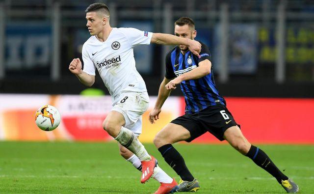 Luka Jović je popeljal Eintracht iz Frankfurta v četrtfinale EL. FOTO: Reuters
