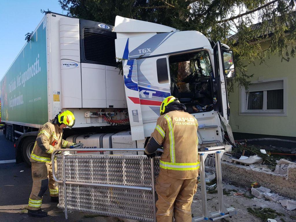Nesreča tovornjaka, najbrž zaradi zastoja srca