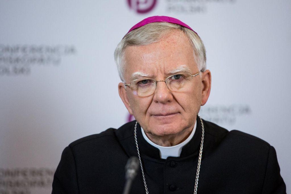 Poljski duhovniki od menjave režima spolno zlorabili vsaj 382 otrok