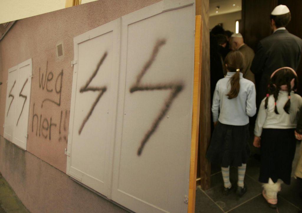 Antisemitizem, raus!