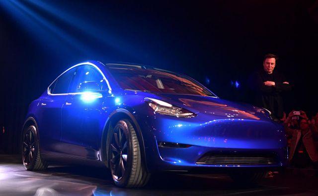 Ameriško podjetje Tesla je danes razkrilo svoj naslednji električni model, ki nosi ime Y, gre pa za križanca, ki je nekoliko prostornejši od modela 3.<br /> Prvi primerki bodo v ZDA na voljo prihodnjo jesen.