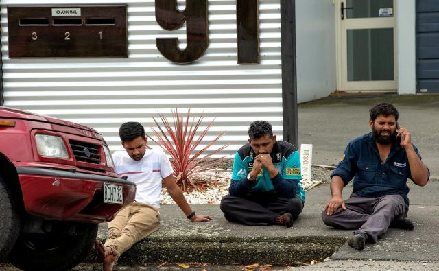 Pred mošejo Al Noor FOTO: Reuters