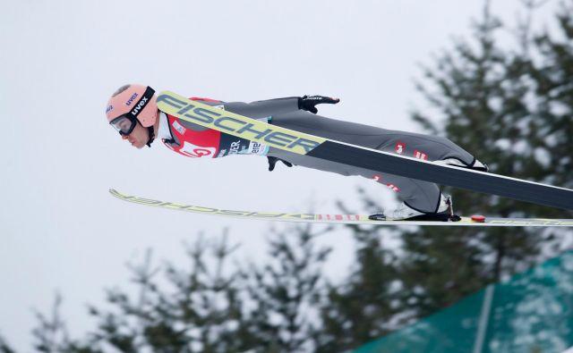 Svetovni rekorder Stefan Kraft ostaja vodilni na norveški turneji, a zadnja dva dneva ga čaka še hud boj za 60.000 evrov. FOTO: AFP