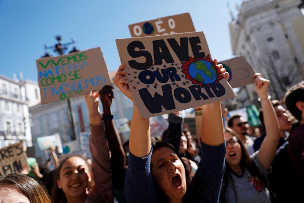 FOTO:Mladi po vsem svetu zahtevajo odločno podnebno ukrepanje